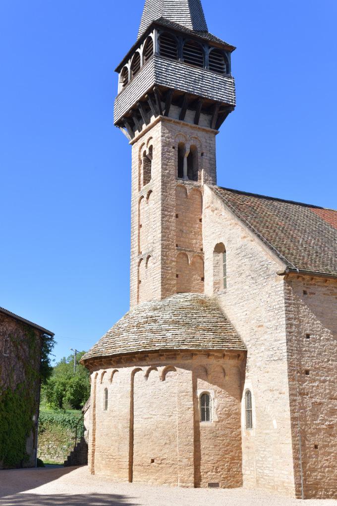 Laizé - Eglise Saint-Antoine (XIe et XIIe s.) : le chevet et le clocher (fin XIe s.)