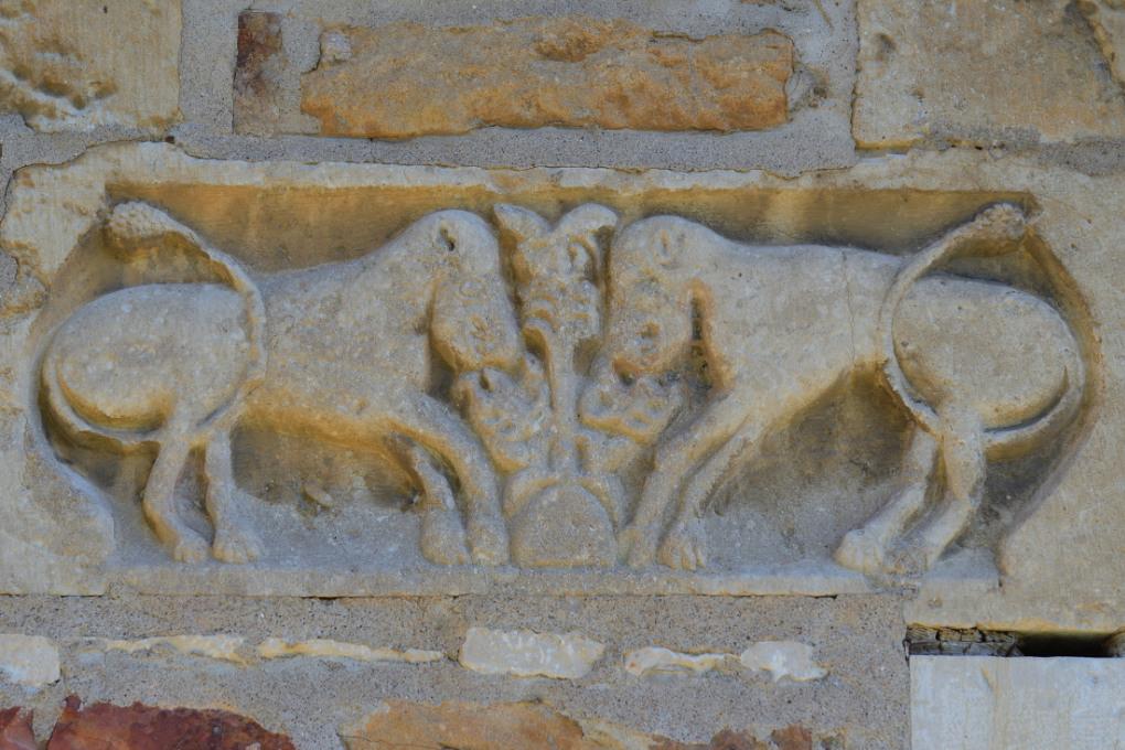 Péronne - Eglise Sainte-Marie-Madeleine (XIIe s.) : linteau sculpté remployé (XIe s. ?)