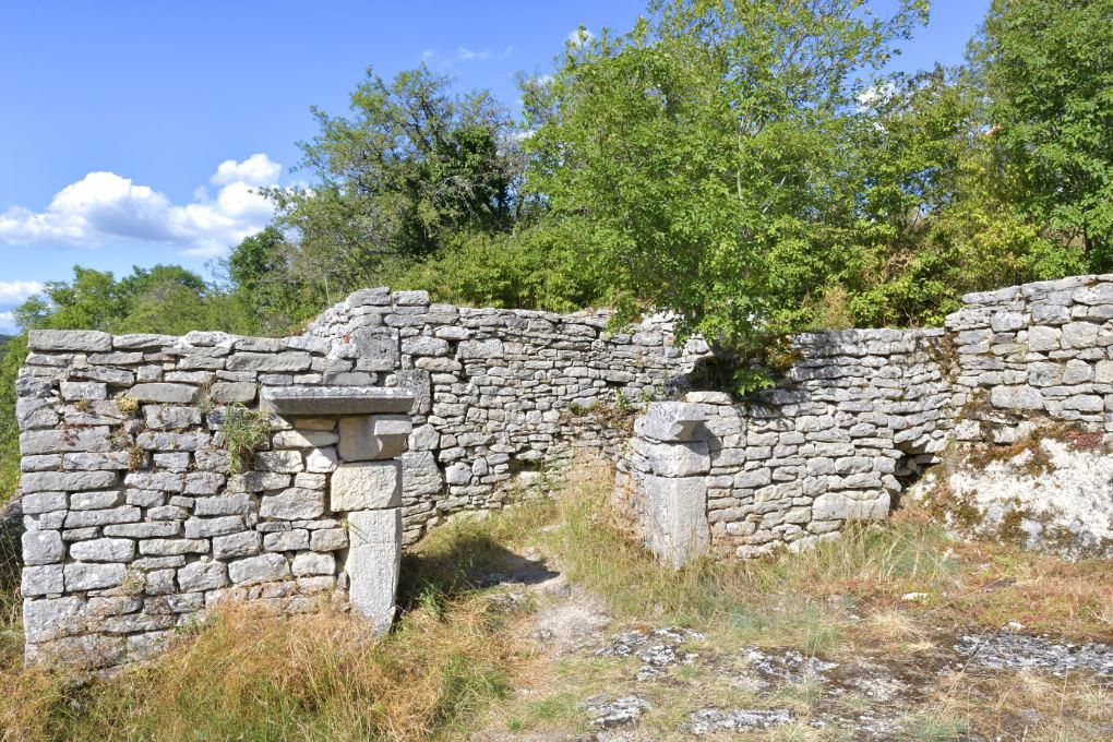 Saint-Romain - Ruines du vieux château (XIe-XIIIe s.)