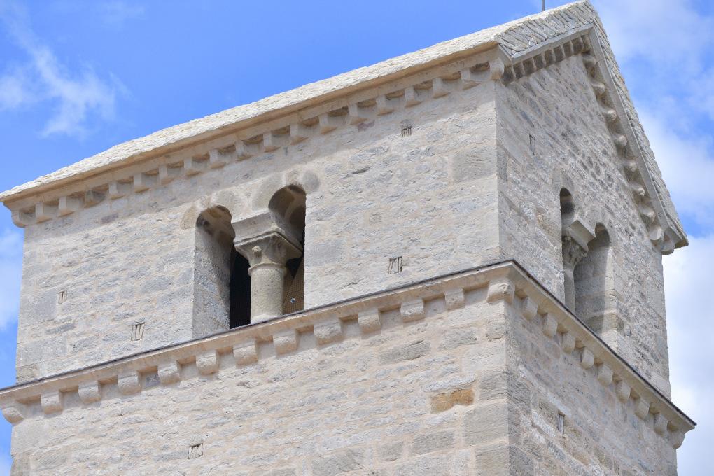 Saisy - Eglise Saint-Pierre : le clocher (XIIe s.)