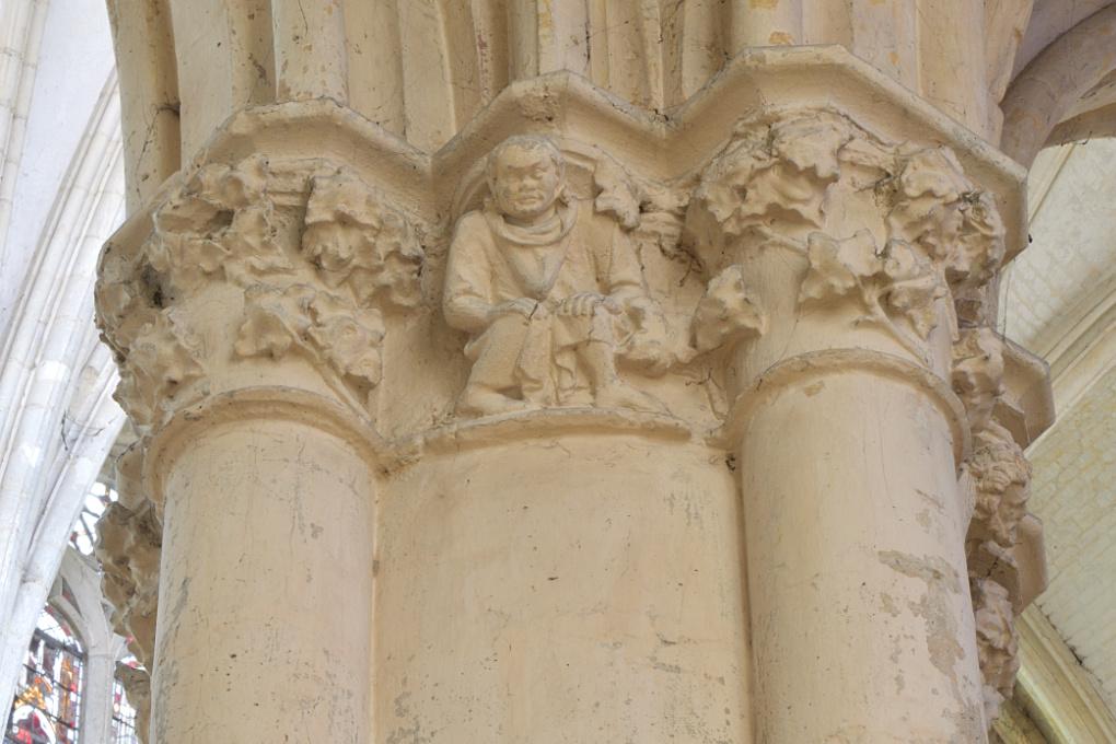 Villeneuve-sur-Yonne - Collégiale Notre-Dame de l'Assomption (XIIe-XVIe s.) : chapiteau de la nef