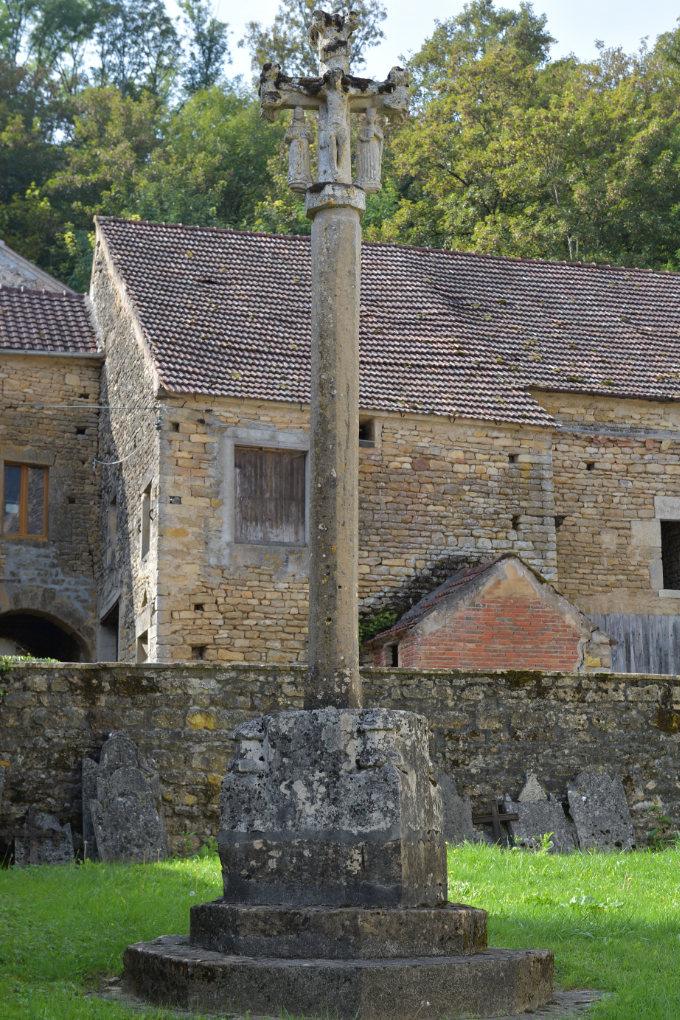 Domecy-sur-le-Vault : Croix (XVe s.)