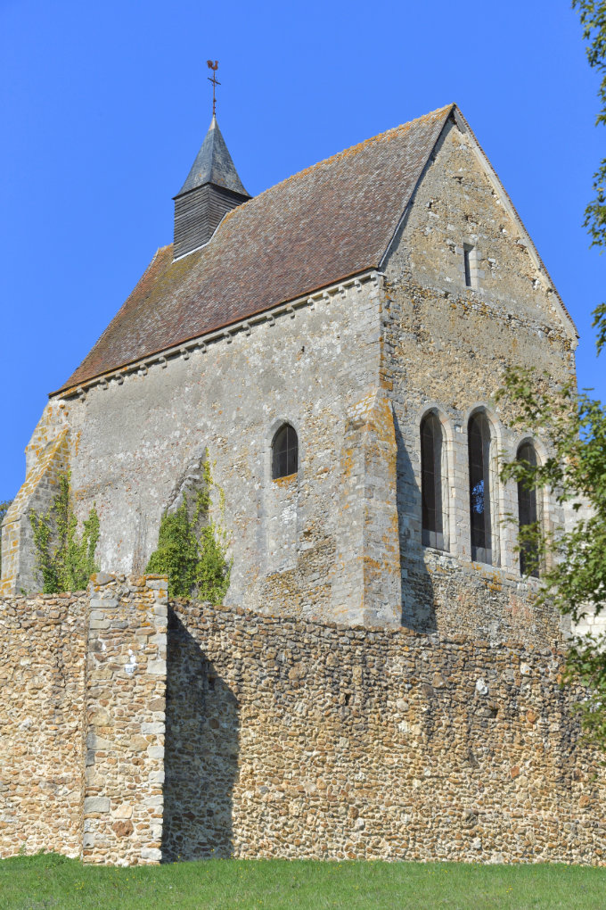 Saint-Julien-du-Sault - Ancienne chapelle castrale Saint-Julien de Vauguillain (fin du XIIe s.)