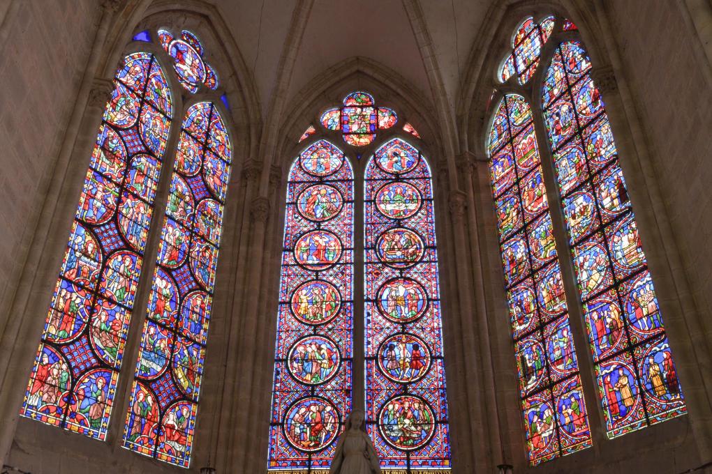 Saint-Julien-du-Sault - Ancienne collégiale Saint-Pierre (XIIIe-XVIe s.) : verrières de la chapelle axiale (XIIIe s.)
