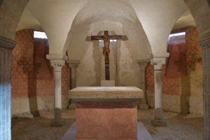 Vézelay (89) - Ancienne abbatiale Sainte-Madeleine (XIIe s.) : la crypte et son décor de peintures murales récemment découvert (XIIe-XIIIe s.)