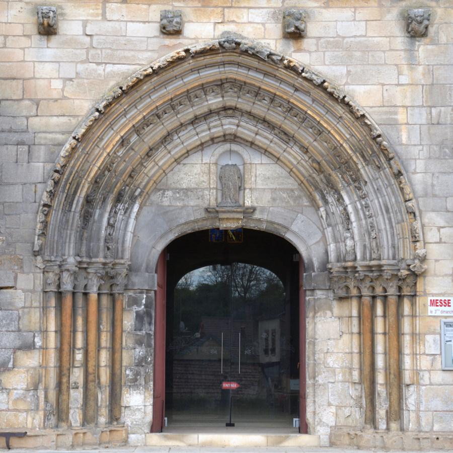 Gy-l'Evêque - Eglise Saint-Phal (XIIIe et XVIe s.) : le portail (XIIIe s.)