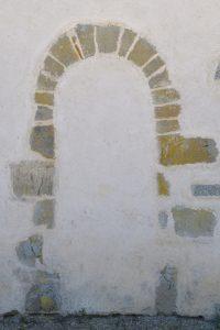 Sainte-Hélène - Eglise Saint-Symphorien (XIIe s. et époque gothique) : portail roman muré