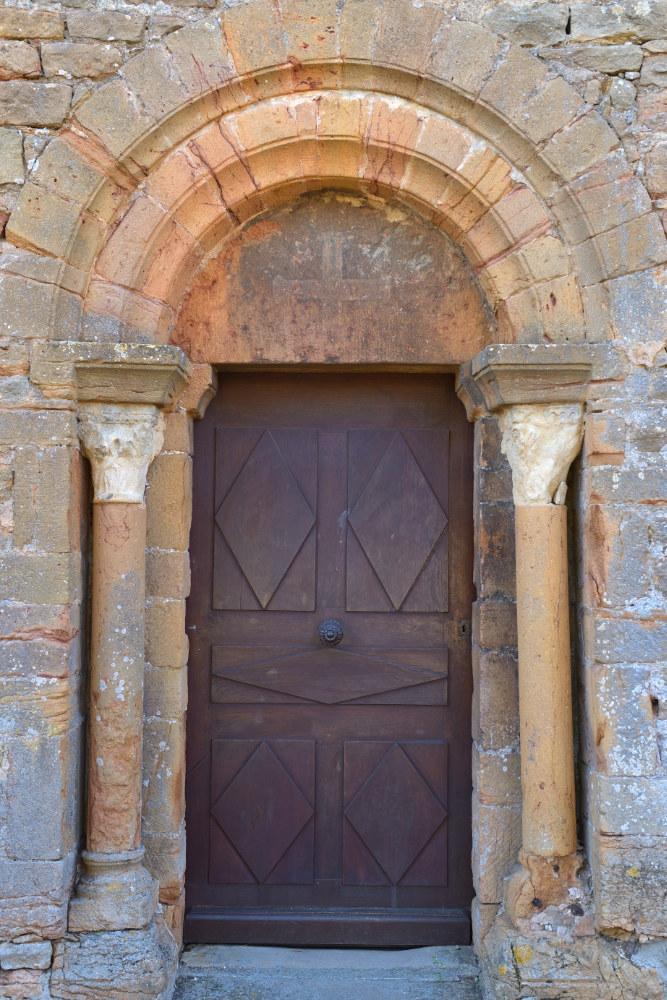 Vinzelles - Eglise Saint-Georges (XIIe s.) : portail de la façade